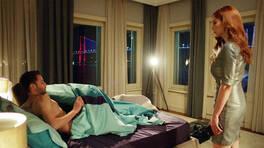 Şeniz, Ceren ve Cenk'i yatakta basıyor!