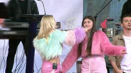 Aleyna Tilki ilk kez kardeşi Ayça'yla sahnede!