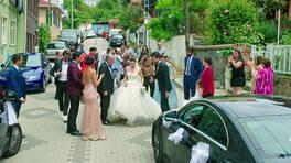 Geliyor düğün alayı!