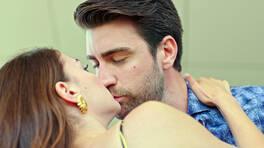 Kerem, Ayşe'yi öpüyor!