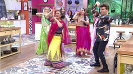 Şaheste Hanımın önderliğinde gelinlerden Hint dansı!