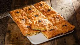 Peynirli Tepsi Böreği - Peynirli Tepsi Böreği Tarifi - Peynirli Tepsi Böreği Nasıl Yapılır?