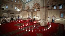 Son dakika... Beyazıt Camisi, 8 yıl sonra cuma namazında cemaatle buluştu