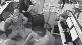 Son dakika: Kendisini uyaran doktora saldırdı | Video