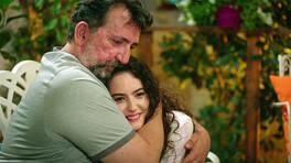 Ayşen ve babası Celal'in duygusal konuşması!