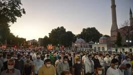 Son Dakika Haberleri Ayasofya Camii önünde akşam namazı   Video