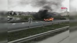 Alevlerin sardığı araç trafikte korku saçtı