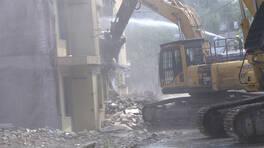 Bina yıkımında ortaya çıkıyor, tehlike saçıyor