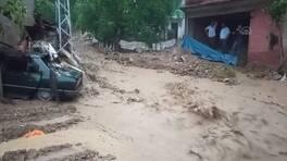 Sokaklar göle döndü, evleri su bastı