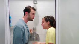 Bora ve Ada, duşta ıslanıyor!