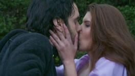 Buse, Cemal'in dudaklarına yapıştı!