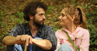 Ekranın yeni romantik ikilisi: Yiğit Kirazcı ve Nilay Deniz.