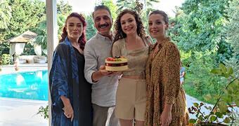 Serra Arıtürk'e doğum günü sürprizi!