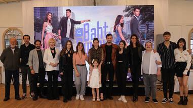 'Baht Oyunu' ekibi ve oyuncuları ilk bölüm heyecanını birlikte yaşadı!