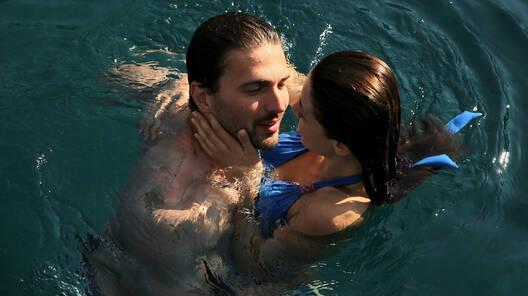 Reyhan ve Hakan arasında romantik anlar!