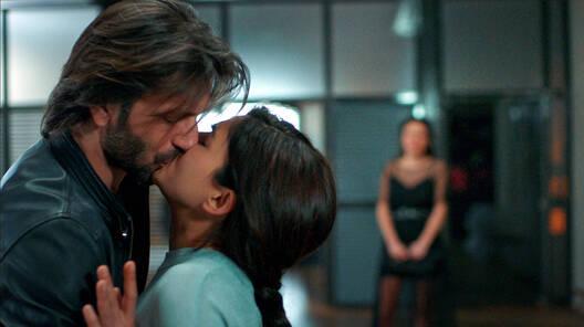 Mehmet'in, Yaren'i şok eden öpücüğü!